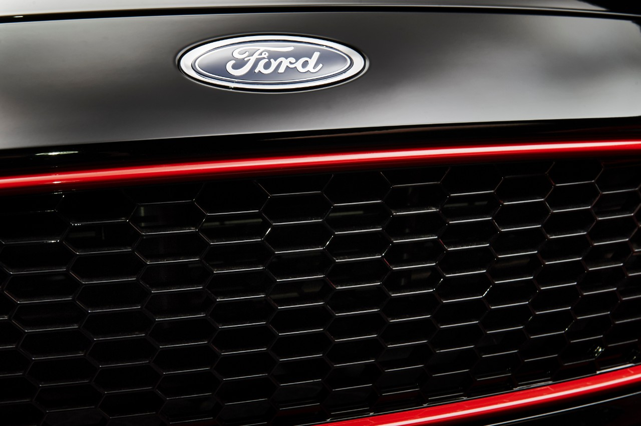 2015.10.26_Cars_FORD_FOCUS_RB_grille_black