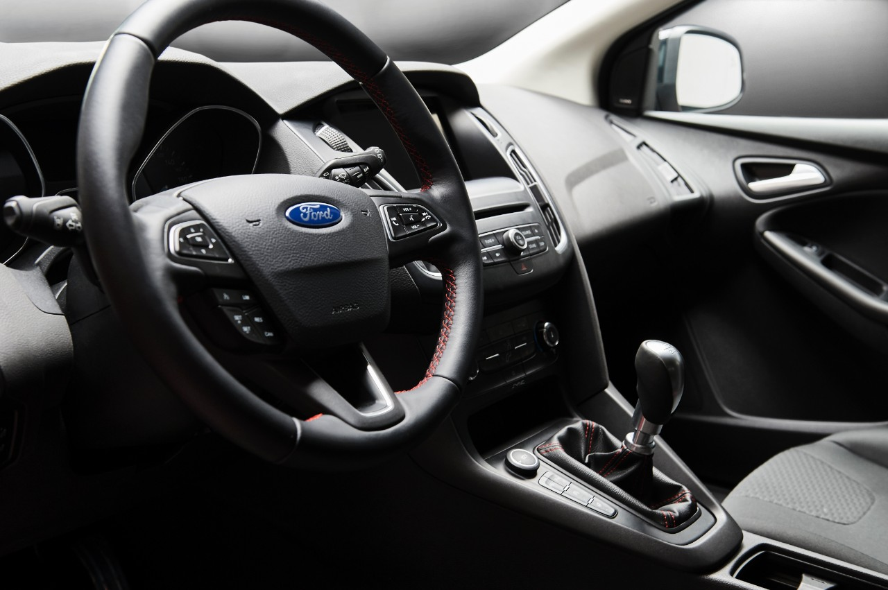 2015.10.26_Cars_FORD_FOCUS_RB_interior_1