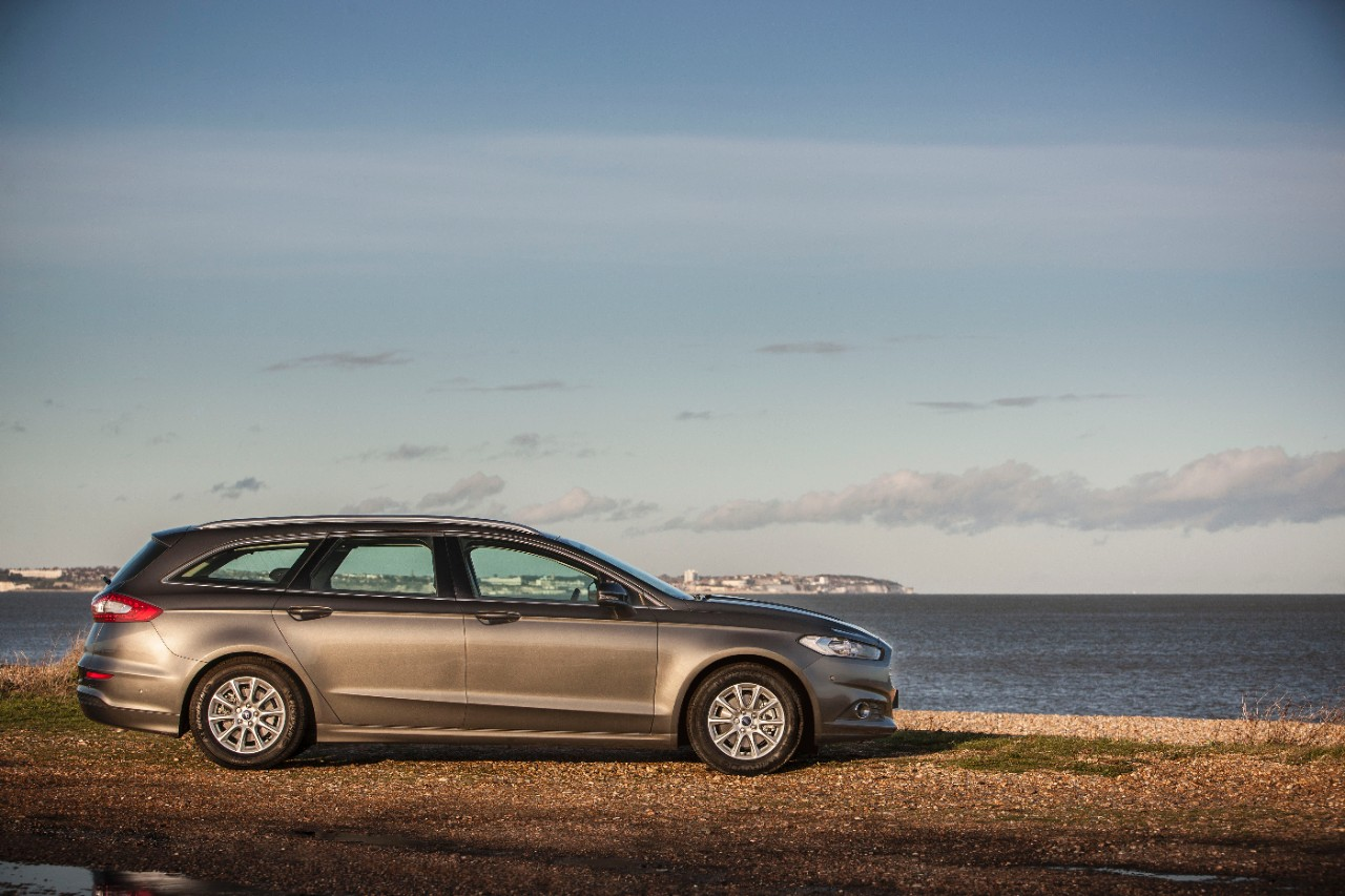 All-new Ford Mondeo Estate wins Best Estate in the 2015 What Car Awards-3