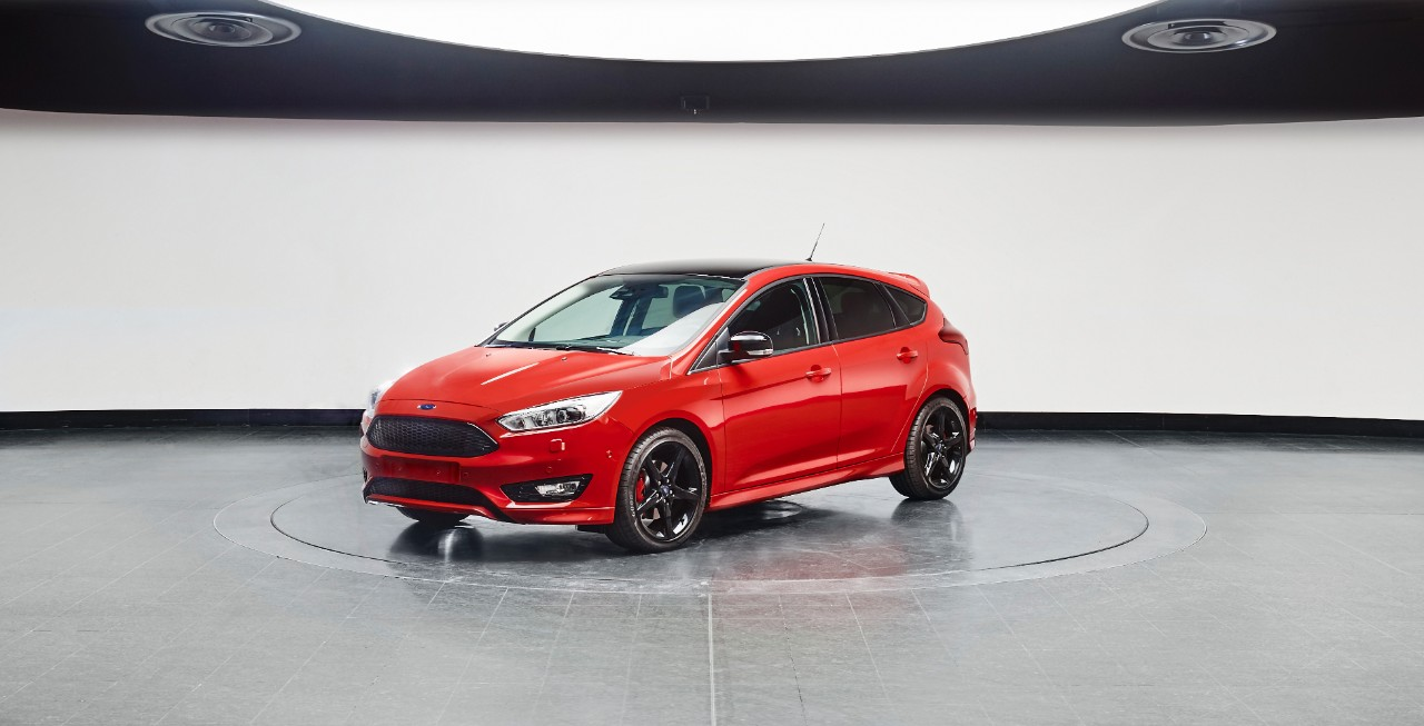Ford2015_FocusRedBlack_red