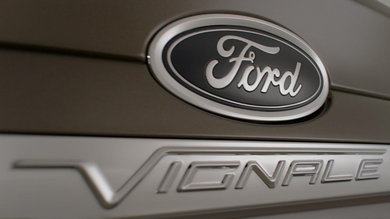 FordVignale_Mondeo_4door_02